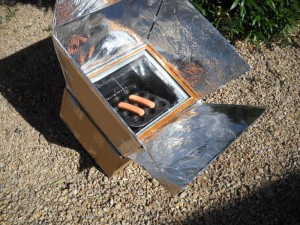 This is how to make a solar oven using a tempered glass picture frame (or simply a regular glass one), some newspapers, a roll of aluminum foil, duct tape, ...