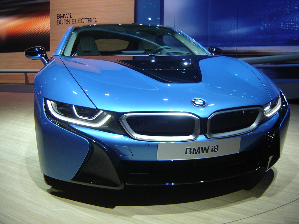 wireless electric vehicle charging to be developed by bmw and daimler partnership the green