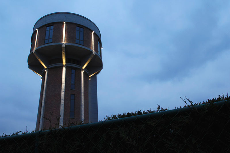 Water tanks spring new lives as a house and a cafe the for Household water tank design