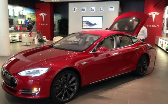Tesla Motors sells direct at a Tesla Store, much to the ADAs' dismay.