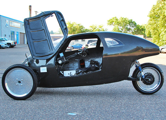 Raht racer the fastest electric three wheeler with pedals for Is a bicycle considered a motor vehicle