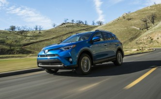 Toyota RAV4 Hybrid Revealed at New York Auto Show