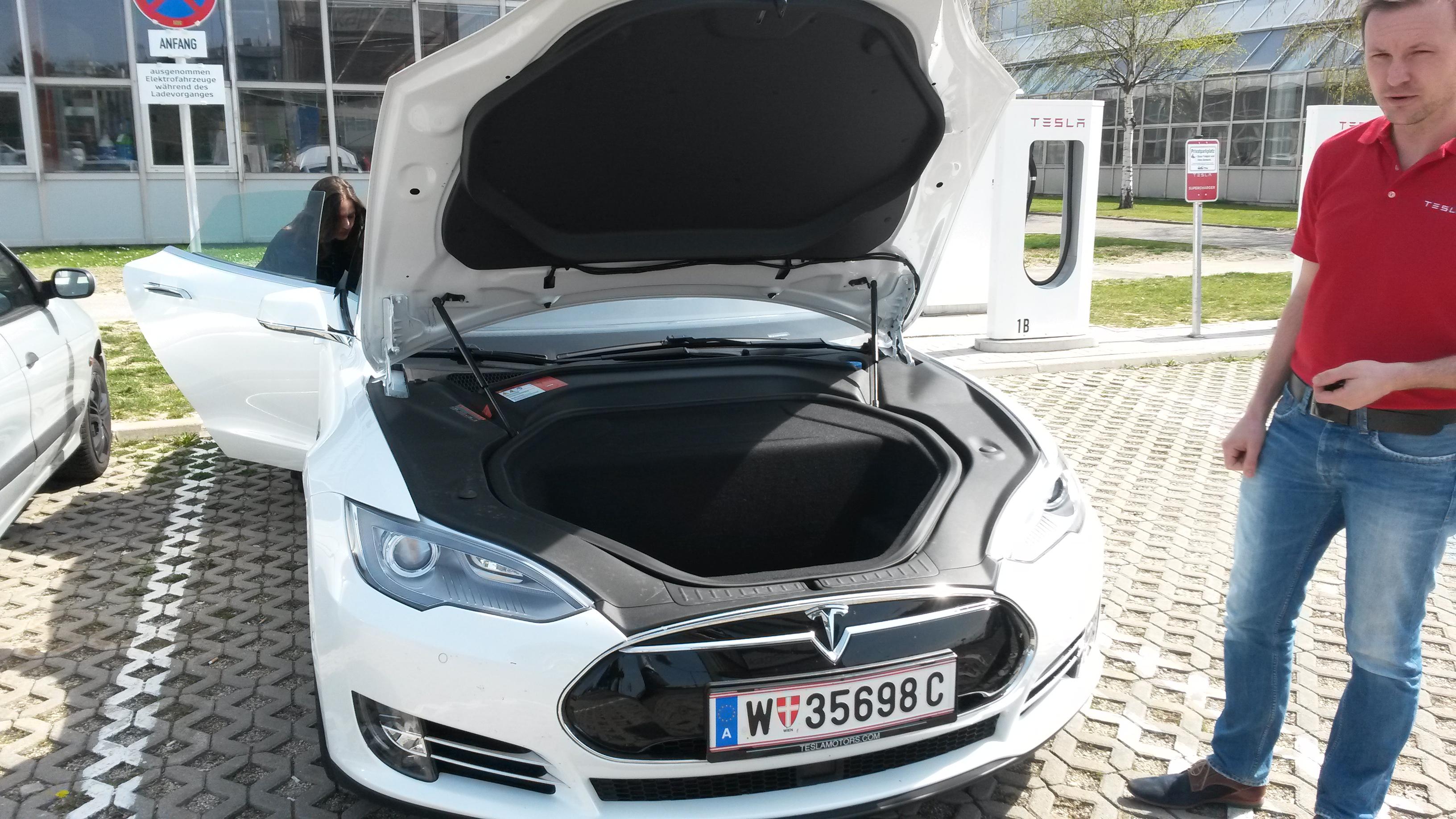 Tesla P85d Test Drive