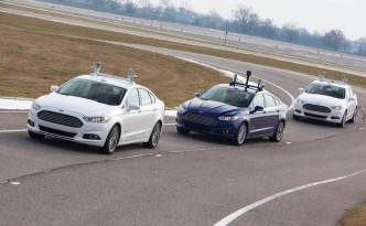 Ford will be testing self-driving hybrids come 2016.